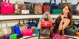 ¿Cuánto pesa tu bolsa de mano? Podrías desarrollar problemas músculo esqueléticos