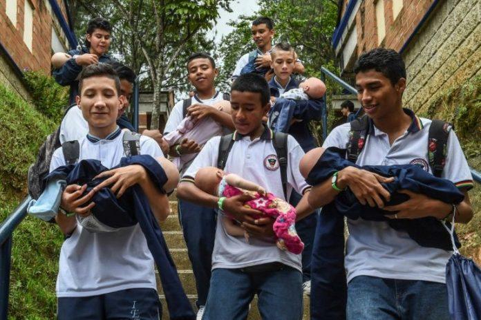 En Colombia quieren inhibir embarazos adodelscentes con
