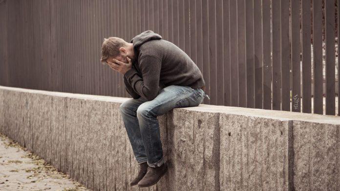 No silenciar el suicidio y hablar de ello. Hablar del suicidio no lo fomenta, lo previene