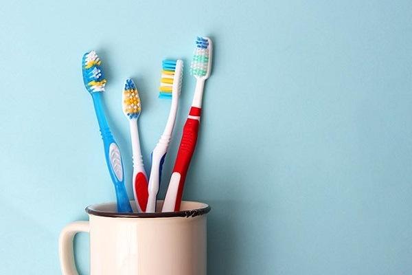 Lavas tus dientes a diario, pero ¿sabes sobre los cuidados para tu cepillo?