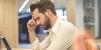Malas posturas al usar la computadora o dispositivos móviles aumentan el riesgo del dolor lumbar
