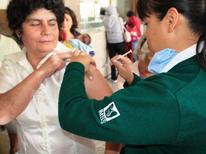 El IMSS mantiene sus campañas de vacunación pese a emergencia sanitaria