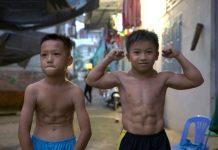 Niño vietnamita padece una hipertrofia muscular que lo hace tener un cuerpo de fisicoculturista