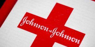 """Johnson & Johnson pausa ensayo de vacuna covid por """"enfermedad inexplicable"""""""