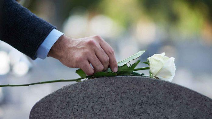 Así pueden tramitar el apoyo para gastos funerarios a deudos de COVID-19