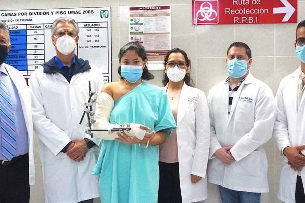 Especialistas del IMSS reimplantaron brazo a joven de Guanajuato