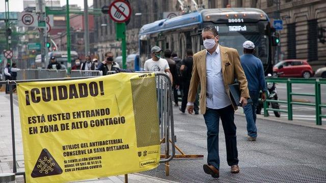 Caminar más rápido entre las personas no te protege de un contagio de coronavirus