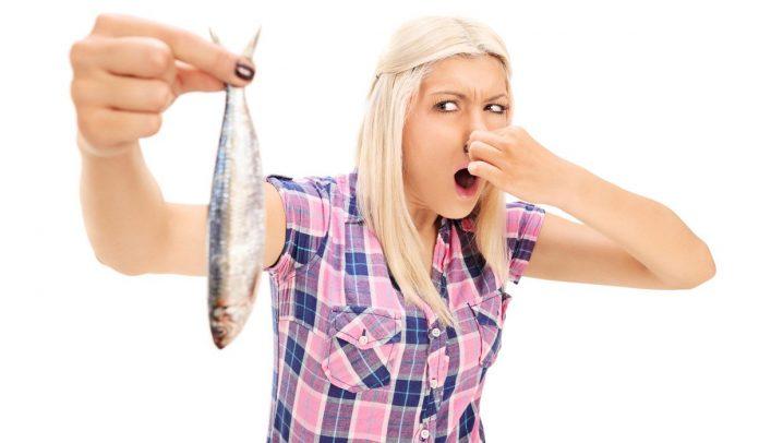 Percibir un fuerte olor a pescado, podría ser nuevo síntoma de Covid-19