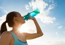 Esta es la cantidad recomendada de agua que hay tomar por día