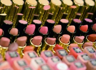 Detectan toxina asociada al cáncer en cosméticos