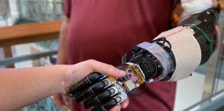 Crean mano robótica que puede obedecer órdenes del cerebro