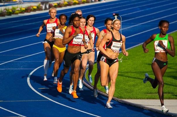Mujeres atletas corren mayor riesgo de padecer lesiones cerebrales