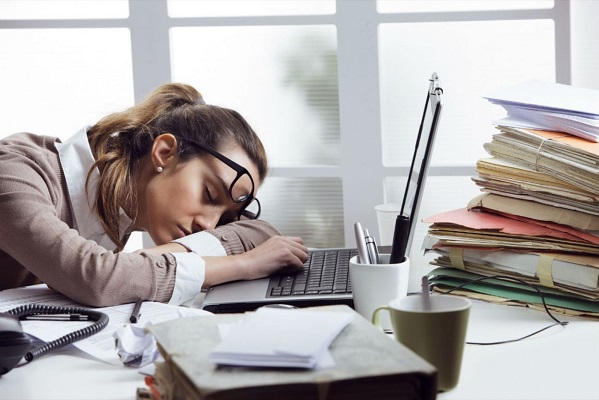 Seis señales de que padeces estrés laboral y cómo combatirlo