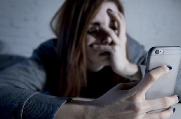 El desamor en redes sociales puede llevar a jóvenes al suicidio