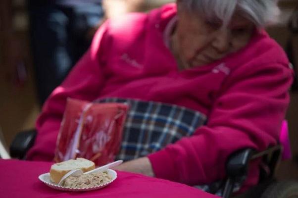 Falta de interacción social afecta salud cerebral de adultos mayores