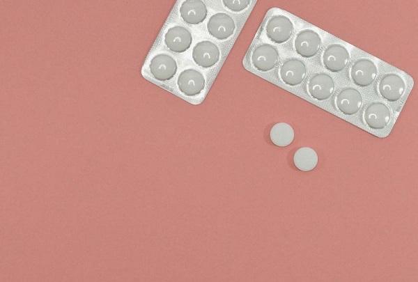 Expertos no recomiendan aspirinas para prevenir ataques cardíacos